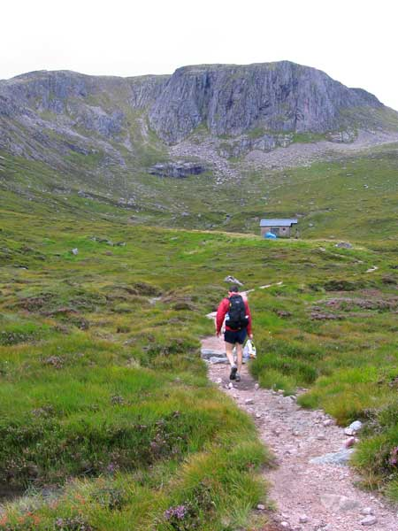 Approaching the Hutchinson Hut with Crean Coire Etchachan behind